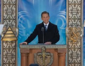 Il signor David Miscavige, Presidente del Consiglio di Amministrazione del Religious Technology Center e leader ecclesiastico della religione di Scientology, ha presieduto all'inaugurazione della nuova Chiesa di Scientology di Québec.