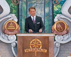 Il signor David Miscavige, Presidente del Consiglio di Amministrazione del Religious Technology Center e leader ecclesiastico della religione di Scientology, ha presieduto all'inaugurazione della nuova Chiesa di Scientology di Tampa in onore del Centenario della nascita del Fondatore, L. Ron Hubbard.