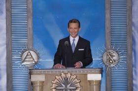 Il signor David Miscavige, Presidente del Consiglio di Amministrazione del Religious Technology Center e leader ecclesiastico della religione di Scientology, ha presieduto l'inaugurazione della nuova Chiesa di Scientology & Celebrity Centre di Las Vegas.