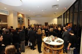 Dopo il taglio del nastro dell'edificio completamente rinnovato a 2761 Emerson Avenue, Scientologist e gli ospiti hanno visitato la nuova Chiesa di Scientology Celebrity Centre & Las Vegas.