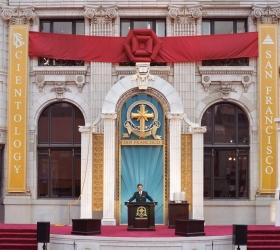 Il sig. Miscavige ha inaugurato l'interamente restaurato storico edificio  della Transamerica, nel cuore del centro di San Francisco, a una nuova era di attività spirituale.